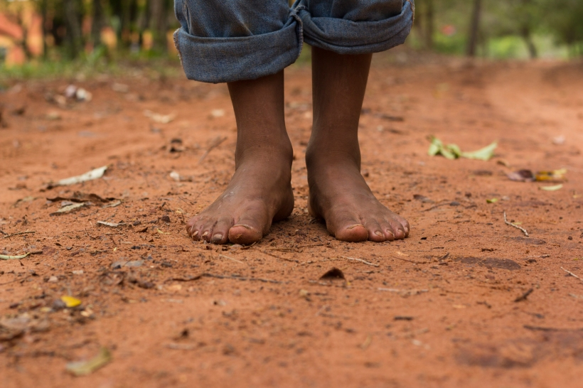 barefoot_on_red_dirt